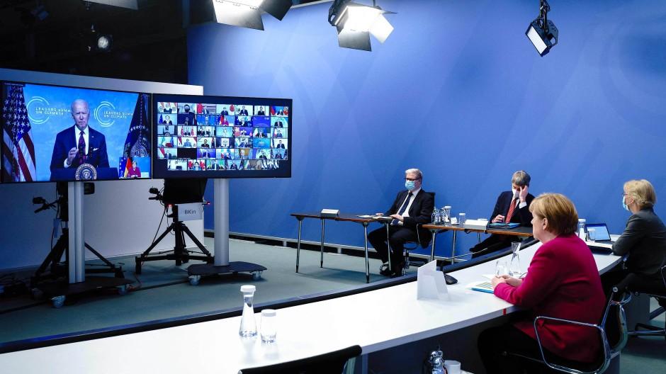 Bundeskanzlerin Angela Merkel (CDU) beim virtuellen Klimagipfel am Donnerstag