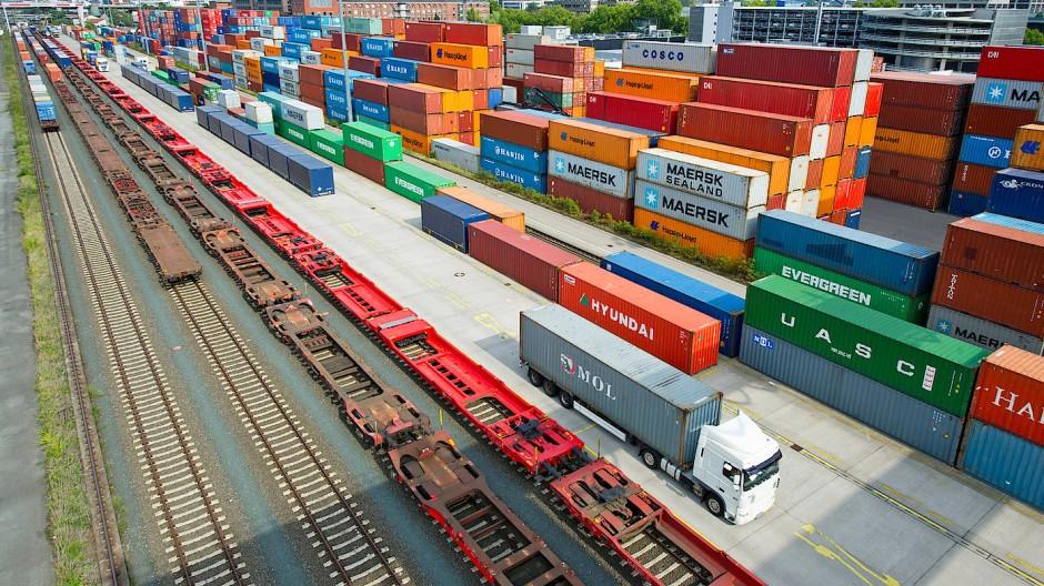 Lange galt die Faustformel, dass der Handel doppelt so schnell wächst wie die Weltwirtschaft. Jetzt stagniert er.