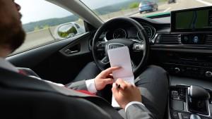 Deutsche sehen selbstfahrende Autos mit Skepsis