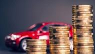 Dauerhaft sparen, oder doch ein Kredit? Für Verbraucher, die nicht warten wollen, gibt es aktuell attraktive Angebote.
