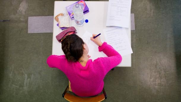 Neue Debatte über zu einfaches Abitur
