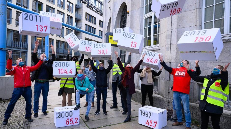 Die Angestellten des öffentlichen Dienstes fordern mehr Geld.