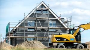 Die Bauzinsen bleiben bis weit in 2020 hinein günstig