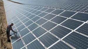 Weltgrößtes Solarkraftwerk geht bei Leipzig ans Netz