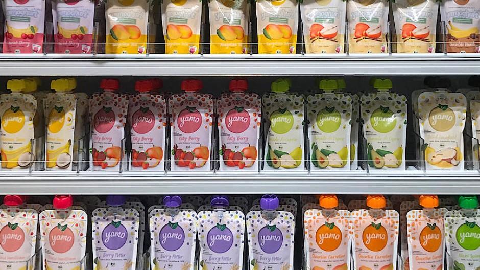 Der Herausforderer: Kühlregal mit Yamo-Produkten in einem Schweizer Supermarkt