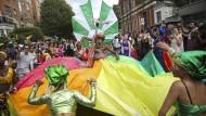 Vor einem halben Jahrhundert war Notting Hill faktisch ein Slum. Heute zieht Ende August eine farbenfrohe Karnevalsparade durch die Straßen.