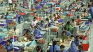 Aus den Stofffabriken von Tamil Nadu gibt es kaum Fotos, und auch sie bezeugen nicht das Ausmaß des Schreckens, von dem Arbeiter berichten: Zwangsarbeit, Vergewaltigung, Hunger, Selbstmord