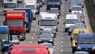 Fahrn fahrn fahrn auf der Autobahn - die Deutschen haben im Mai viel mehr Pkws gekauft als noch vor einem Jahr.