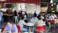 Begehrte Objekte: Google-Mitarbeiter in einer Mensa in Kirkland, Washington