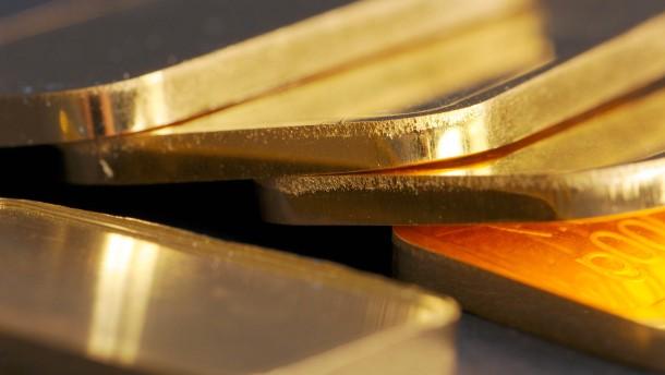 Goldpreis steigt auf fast 1990 Dollar