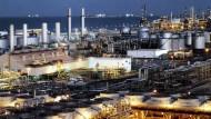 Erdölraffinerie bei Dhahran in Saudi-Arabien