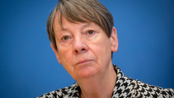 Umweltministerin fordert Strafabgabe beim Kauf von Spritschluckern