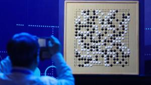 Computer bringt sich selbst Go bei – und wird Weltklasse