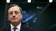 Am Donnerstag hatte der fallende Ölpreis Draghis Ankündigungen den Schwung wieder genommen - zum Wochenschluss zeigten sie sich dann doch an den Märkten.