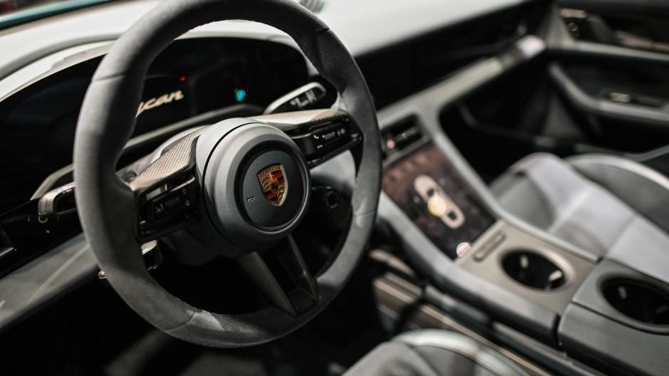 Alles elektrisch: Ein Porsche Taycan 4S