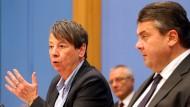 Umweltministerin Barbara Hendricks und Wirtschaftsminister Sigmar Gabriel (beide SPD) wollen mit ihren Beschlüssen die Gebäudesanierung steuerlich fördern.