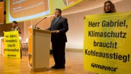 So kanzelt Gabriel Greenpeace ab