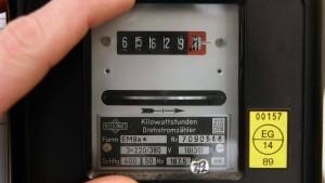 Die Stromversorger bitten zur Kasse