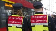 """Bisher wurde kein einziger Angriff gegen die Sicherheitsteams der Bahn mit """"Bodycams"""" seit Beginn des Tests im August registriert"""