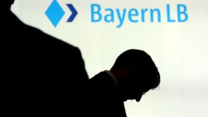 BayernLB stellt sich wieder auf Gewinnrückgang ein