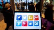 Die Frage, wie man sich in sozialen Medien darstellt, wird für Bewerber immer wichtiger.