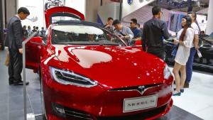 Tesla geht bei Probefahrt in Flammen auf