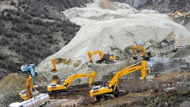 Dutzende Verschüttete nach Erdrutsch in Tibet