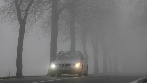 Nebel laesst das eigene Auto schneller erscheinen