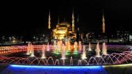 Die Blaue Moschee in Istanbul: Nach den Anschlägen fürchtet die Türkei um ihren Tourismus.