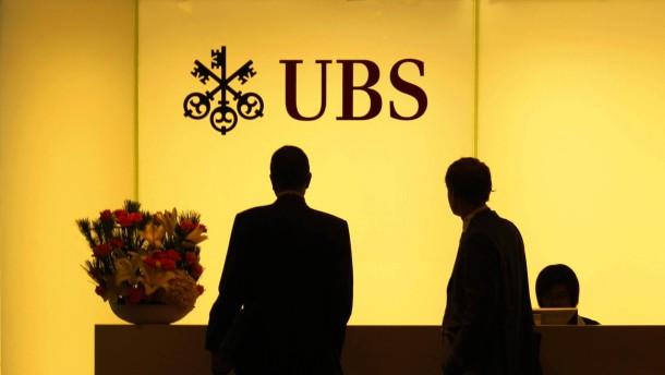 UBS schichtet Asien-Einlagen um wegen neuer Regeln