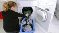 Hausfrau nach Feierabend - ein häufiges Bild.