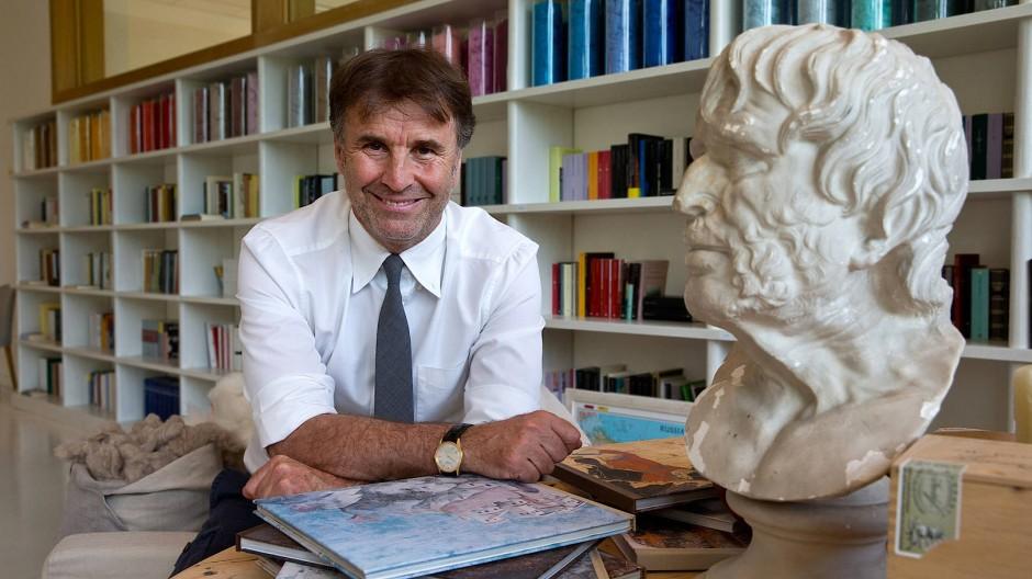 Brunello Cucinelli in seinem Büro im Firmen-Domiziel in Solmeo in Italien