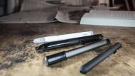 Verschiedene Formen, gleiche Funktion: Die Smart-Pen-Modelle Equil, Livescribe, Neo Smart Pen und Bamboo Slate (von hinten nach vorne).