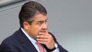 Gabriel begrüßt neue Gespräche zur Rettung von Tengelmann-Jobs