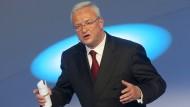 Der ehemalige Chef von Volkswagen, Martin Winterkorn, ist anscheinend immer noch ein begehrter Mann.