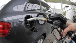 Ölpreis pendelt um 100 Dollar