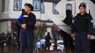 Polizei vor einer Filiale der Balboa Bank, die zur Waked-Familie gehört