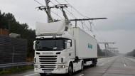 Strom-Lkw mit Oberleitung vor Praxistest in Deutschland