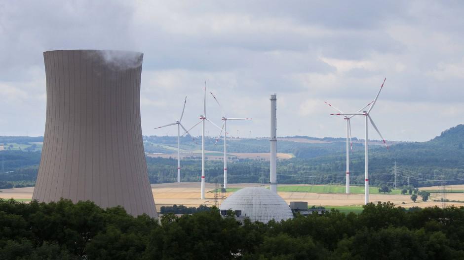Was ist grüner? Das Atomkraftwerke Grohnde oder die Windräder?