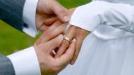 Späte Ehen - welche Risiken ergeben sich für Arbeitgeber?