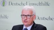 Der Geschäftsführer der Deutschen Umwelthilfe, Jürgen Resch, spricht in Berlin auf einer Pressekonferenz.