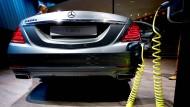 Zukunft Elektroauto? Mercedes präsentiert einen Stromer auf einer Automesse
