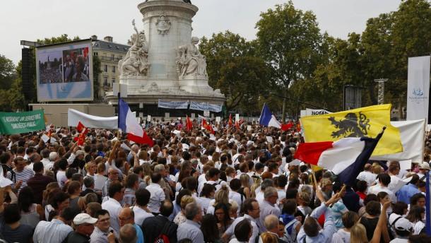 Paris macht Schulden und senkt Steuern