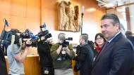 Gabriel kämpft vor dem Bundesverfassungsgericht für Ceta