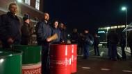 Siemens-Mitarbeiter in Görlitz protestieren gegen die geplante Schließung ihres Werks.
