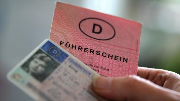 Scheuer verspricht Einführung von digitalem Führerschein
