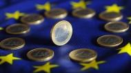 Vor 25 Jahren brachten zwölf europäische Länder den Euro auf den Weg, in dem sie den Maastrichter Vertrag unterzeichneten.