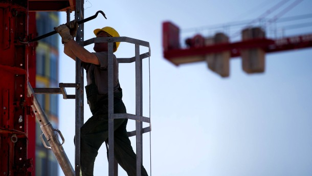Bundesregierung korrigiert Wachstumsprognose nach oben