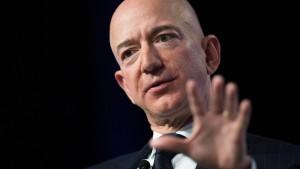 Jeff Bezos lässt Mark Zuckerberg alt aussehen