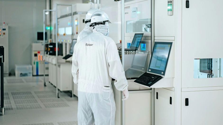 Im Herzen der Fabrik: Der Reinraum der neuen Chip-Fabrik von Infineon im österreichischen Villach.